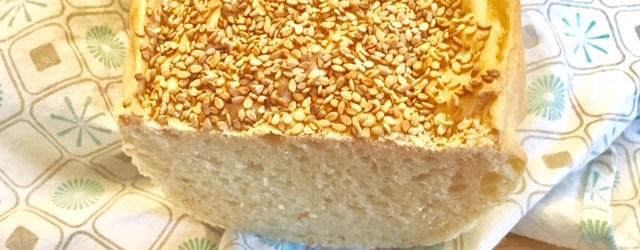 REzept für Sesambrot mit Hefeteig und Weizenmehl: Schnelles Landbrot zum FrühstückD