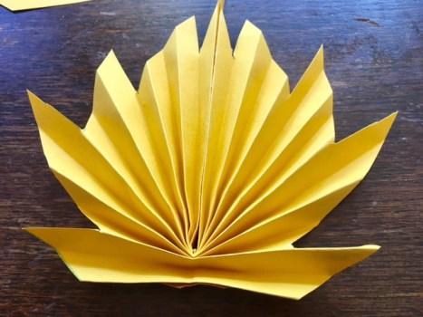Origimai-Herbstblätter falten: einfache Herbstdeko basteln mit Kindern. #herbst #basteln