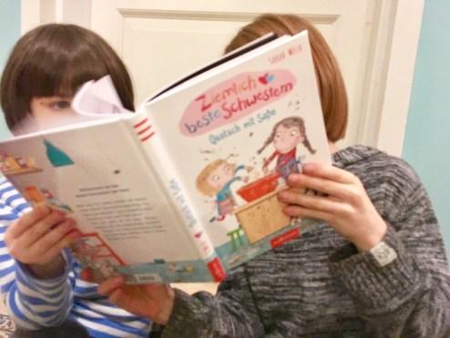 Buchtipp für Kinder zum Vorlesen und Selbstlesen: Ziemlich beste Schwestern - ein lustiges Geschwister-Buch