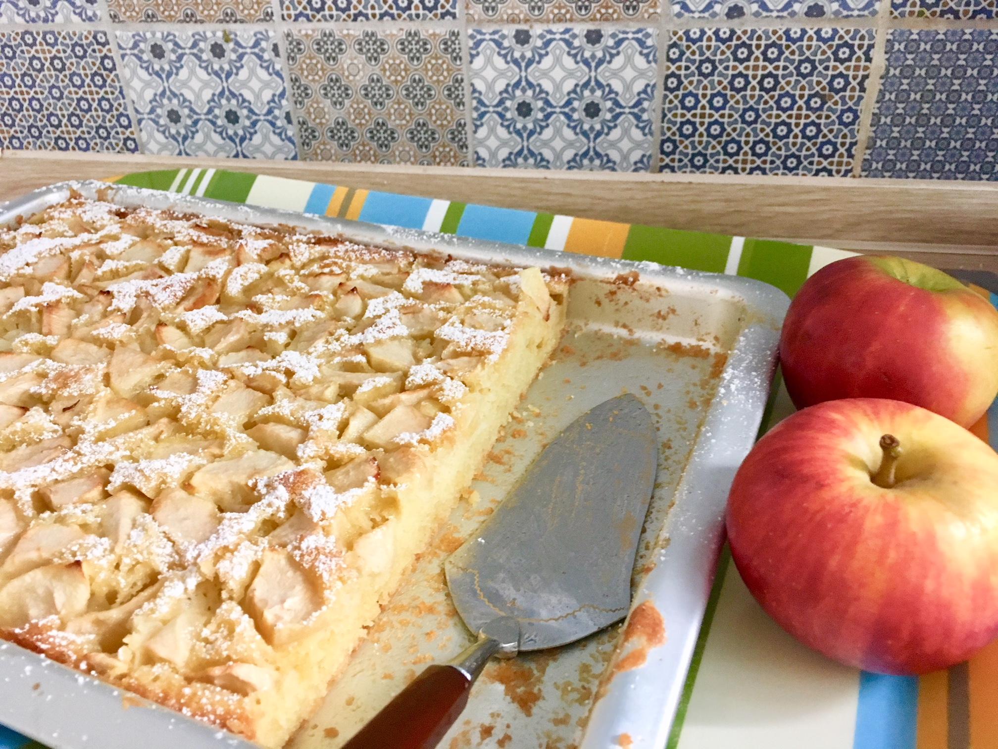 Apfelkuchen Vom Blech Wie Bei Oma Mit Saftigem Ruhrteig Ganz