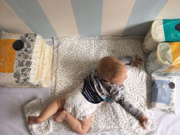 Lillydoo Windeln im Langzeittest - wie wir mit Lillydoo wickeln und wie das Windel Abo funktioniert und das Baby damit klarkommt