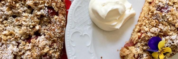 Rezept für Rhabarber streuselkuchen mit Haferflocken und kokosblütenzucker