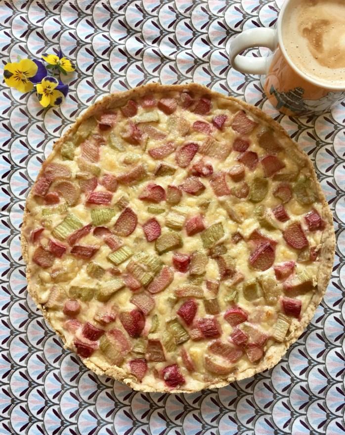 Rezept für Rhabarbertarte - Rhabarberkuchen mit Tarte Teig und Sahne