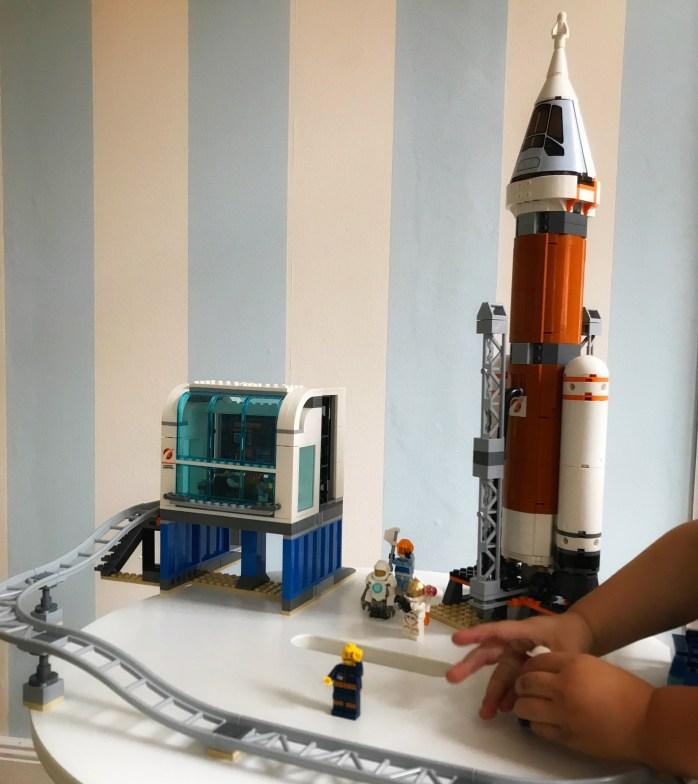 Werbung mit Lego dn Weltraum entdecken Spielzeug für kinder