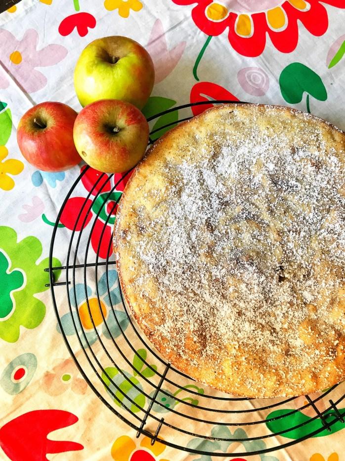 Schnelles Rezept für saftigen Apfelkuchen: schwedischer Äpfel Kladdkaka ohne Backpulver