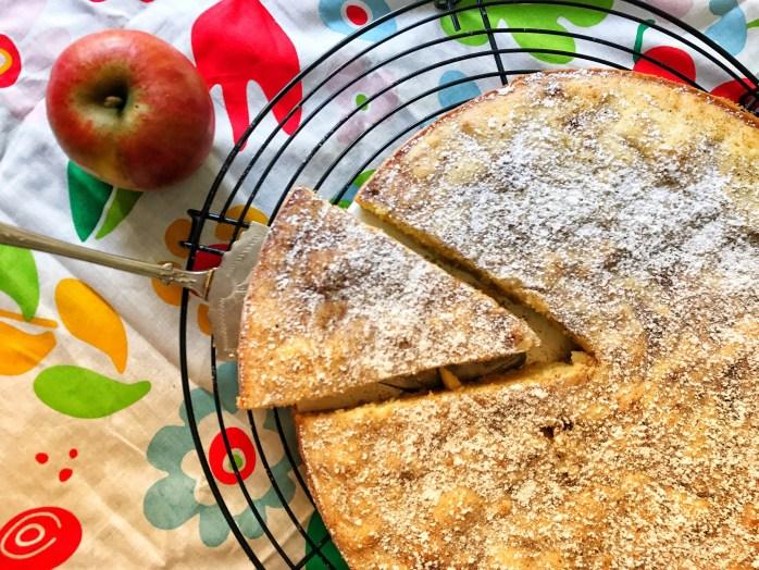Rezept für schnellen Apfelkuchen nach schwedische Art Kladdkaka mit Äpfeln