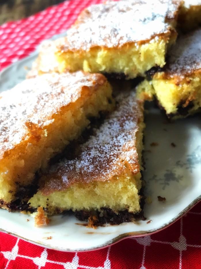 Rezept für schnellen Blechkuchen mit Schokostückchen