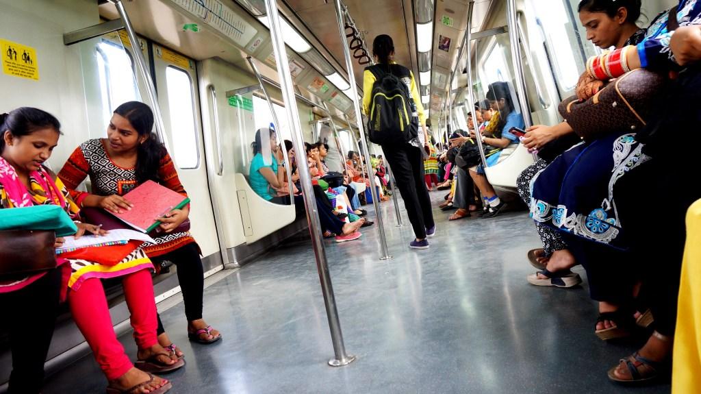 W delijskim metrze. Pierwsze kilka wagonów zarezerwowanych jest tylko dla kobiet