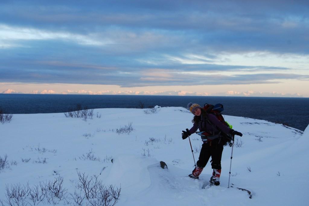 Widok na kontynentalną Norwegię ze szlaku w okolicach Nusfjord, fot. Marcin Łapiński