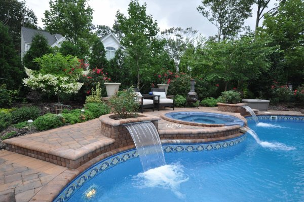outdoor water features & pool landscaping