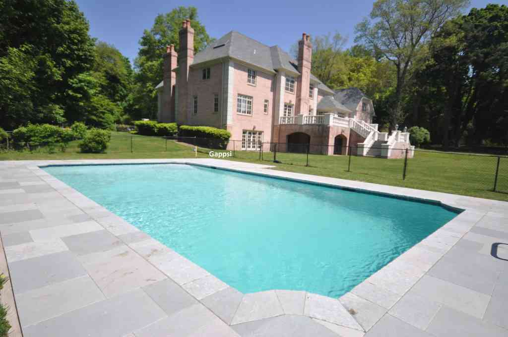 nessaquogue saint james gunite pool with pompei blue limestone and white marbledust Gappsi