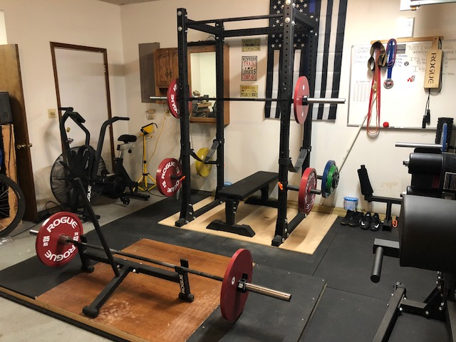 Step into this swat officer s powerlifting garage gym garage gym lab