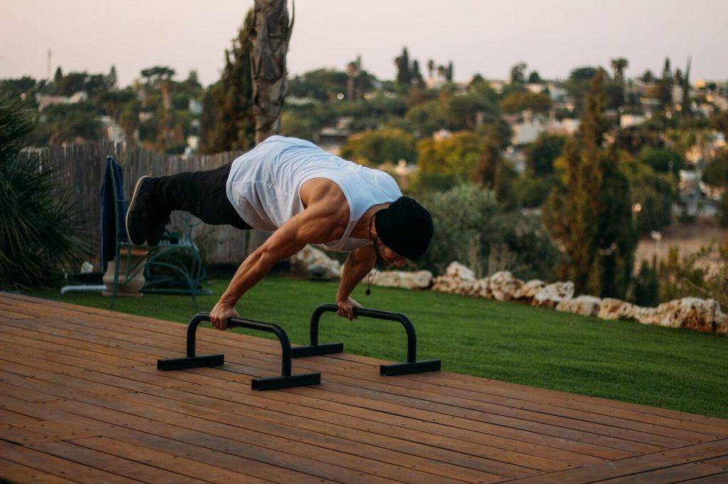 essential calisthenics workout equipment