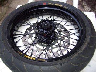 Yamaha WR250R Supermoto Radsatz: Vorderrad, Nabe, schwarze Speichen