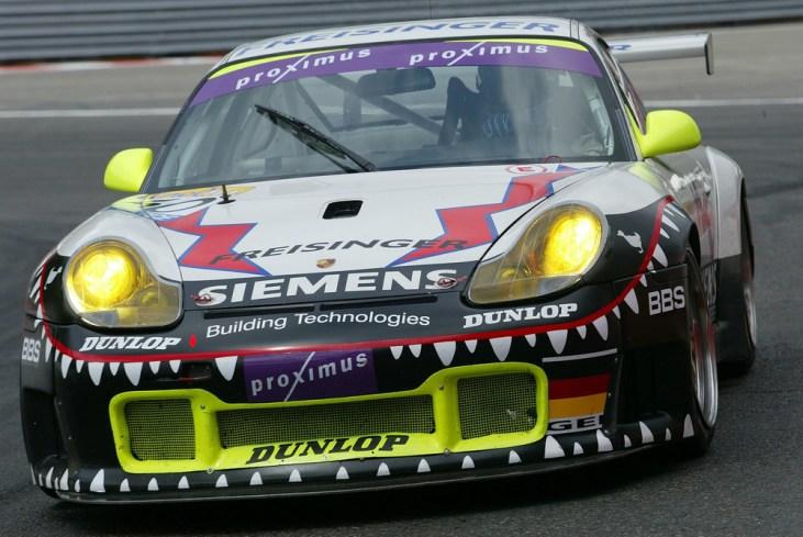 2003: Stéphane Ortelli, Marc Lieb und Romain Dumas gewinnen die 24 Stunden von Spa auf einem 911 GT3 RS.