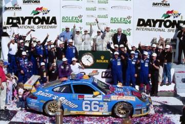 2003: Michael Schrom, Kevin Buckler, Jörg Bergmeister und Timo Bernhard gewinnen auf dem Porsche 911 GT3 RS in Daytona.