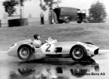 Großer Preis von Buenos Aires, 23.01.955. Juan Manuel Fangio (Startnummer 2) auf einem Mercedes-Benz Rennwagen W 196 R Monoposto mit 3-Liter-Motor in einem formelfreien Rennen,