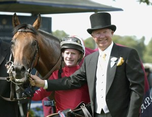 PIC ALAN WALTER 180602 Royal Ascot 3.45 The St James Palace Stakes ROCK OF GIBRALTAR ridden by Michael Kinane in the winners enclosure with owner Sir Alex Ferguson