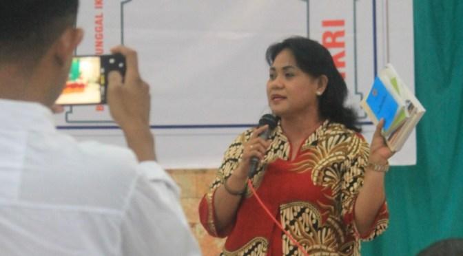 Kunjungi Warga Namosain, Anita Gah Helat Sosialisasi Empat Pilar Kebangsaan