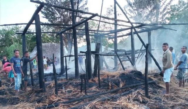 Rumah Adat Suku Telitae di Raimanuk – Belu Ludes Dilahap Api