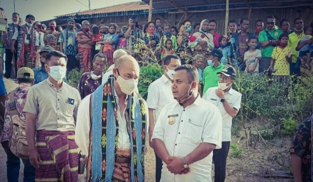 "VBL Dapat Predikat ""Bapak Infrastruktur"" dari Desa Kaeneno Kabupaten TTS"
