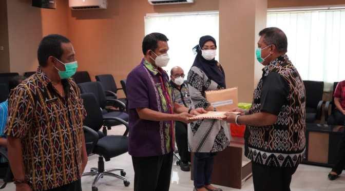 Simbolis, Sekda Serahkan DPA-SKPD 2021 Bagi Perangkat Daerah Kota Kupang