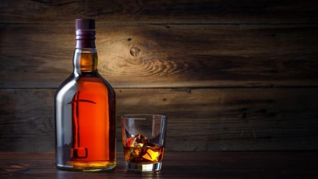 'Whiskey Is Liquid Sunshine' Wiski Adalah Sinar Mentari Cair