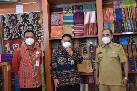Tenun Motif Sepe Ikon Kota Kupang Dipajang di 'Exotic Tenun Fest'