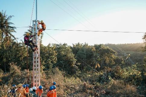 PLN Pulihkan Listrik Fasilitas Umum di Kota Kupang Pasca-Badai Seroja