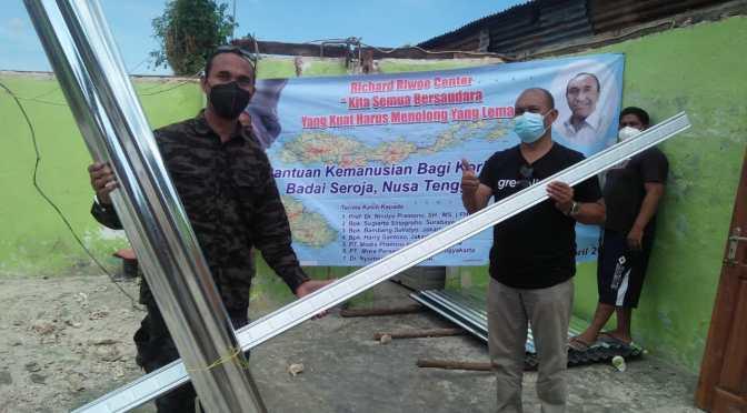 FORKABES NTT & Richard Riwoe Center Bantu Rumah Warga Kena Badai Seroja