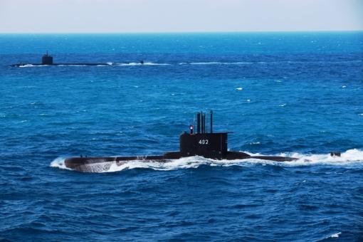 """""""Kapal Selam KRI Nanggala 402 Hilang"""" Presiden Perintahkan Pencarian"""