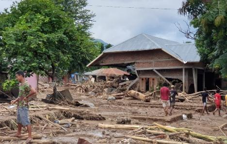 Penggalan Kisah Pilu Banjir Bandang di Adonara NTT–Cerita Natalia Andisty