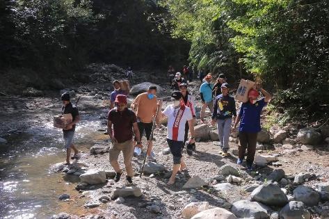 Tempuh Jalan Terjal, Bupati & Wabup Belu Lihat Mata Air di Kaki Gunung Lakaan