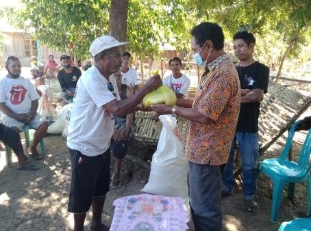 Reses di Desa Kabuna, Anggota DPRD Belu Bagi Hasil Sawahnya ke Warga