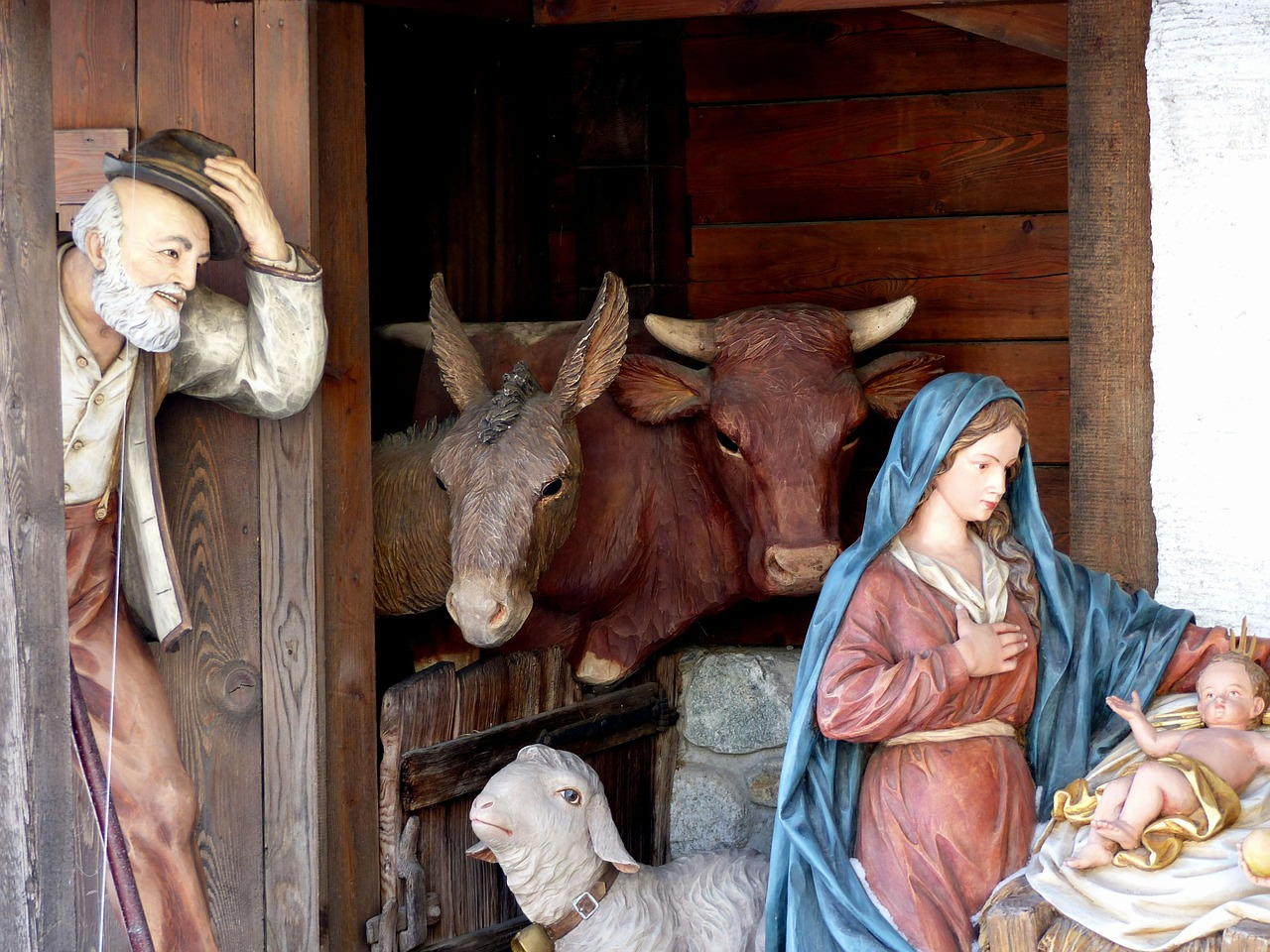 How to Set up a Beautiful Outdoor Nativity Scene This Holiday Season