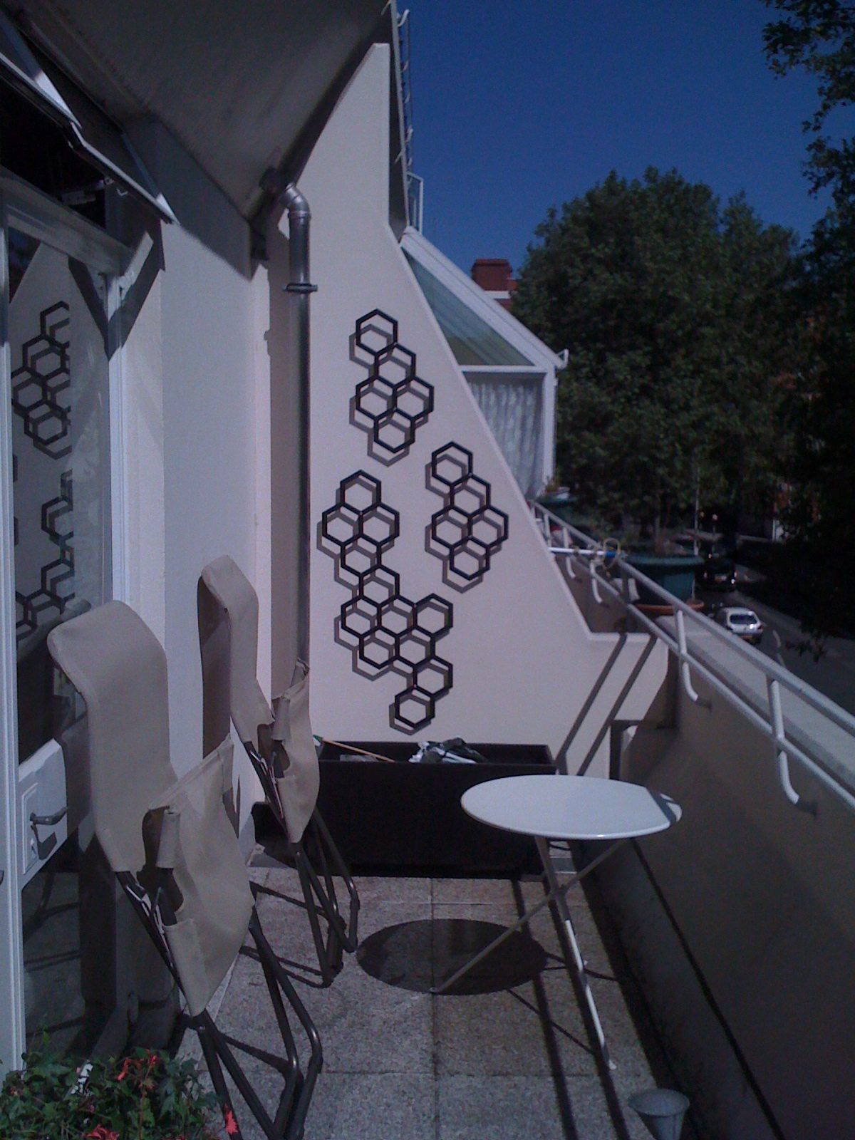 Garden wall art trellis: installation at Rory's in the