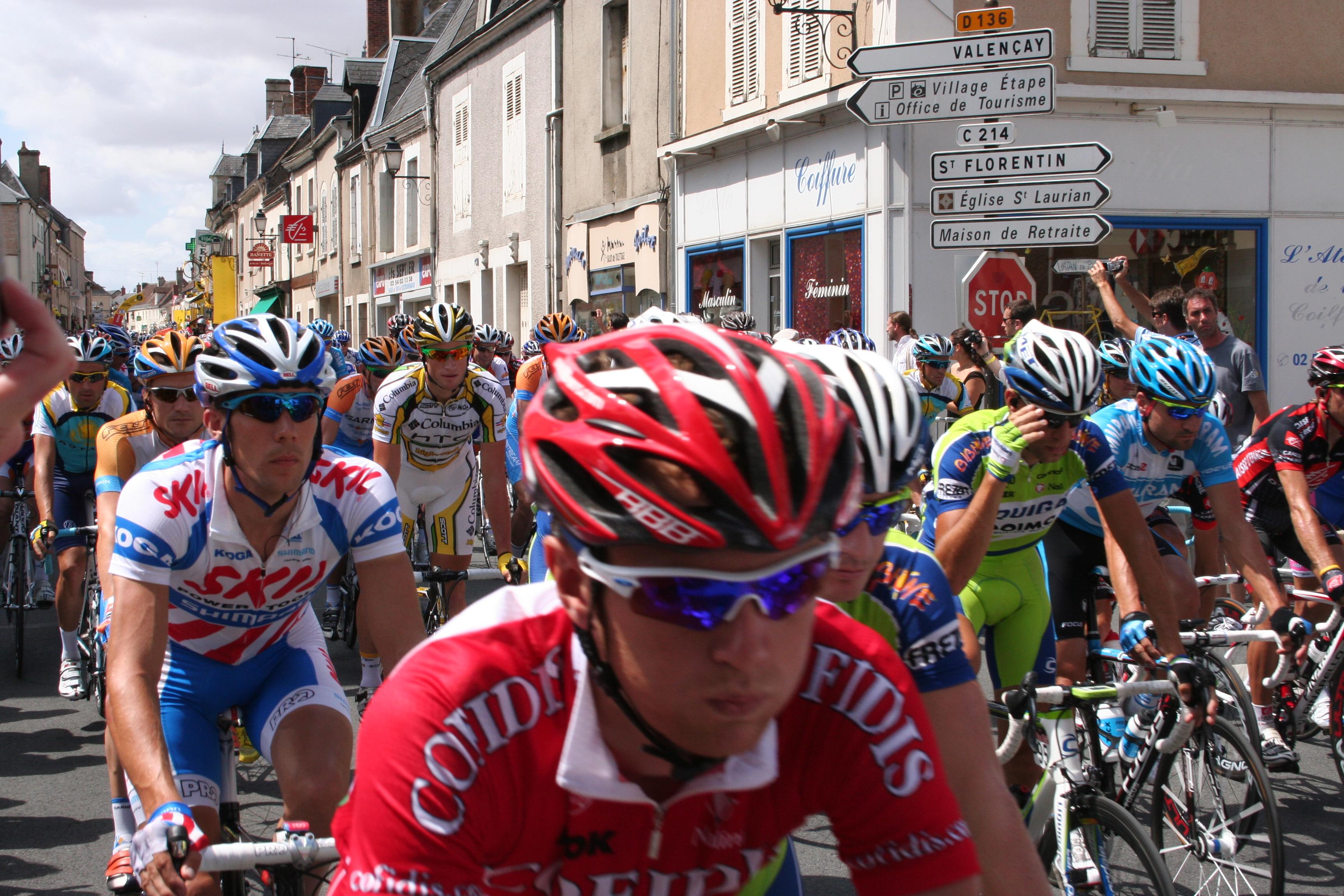 The front of the pack: Tours de France 2009 - Vatan
