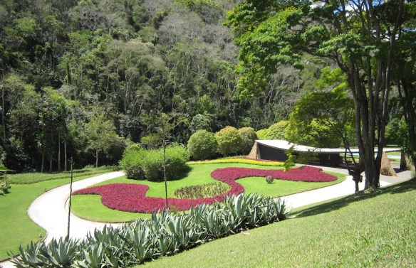 Burle Marx Edmundo Cavanelas garden