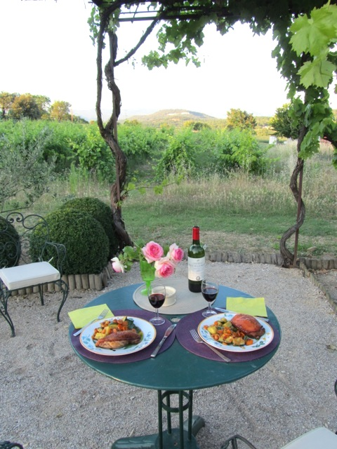 Dining al fresco in the garden