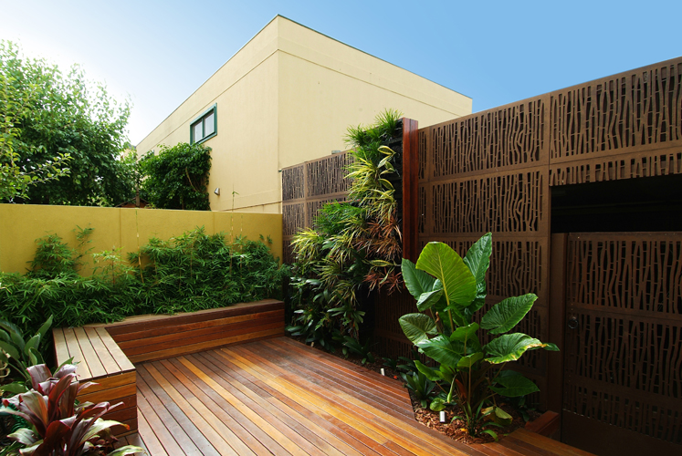 Designing small urban courtyards gardendrum for Courtyard landscaping sydney