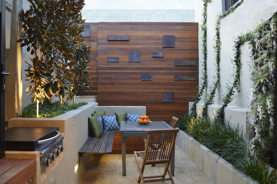 3 tiny courtyard makeovers - GardenDrum on Courtyard Patio Ideas id=67200
