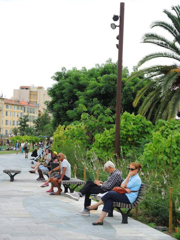 Plenty of comfortable seating. Promenade du Paillon, Nice