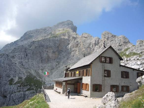 Rifugia Coldai in the Dolomites for cake and coffee