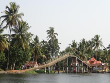 Bridge for pedestrians and bikes, high enough for boats to pass under – steep but stepless. Kerala backwaters.
