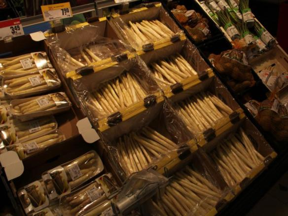 White asparagus at the grocers