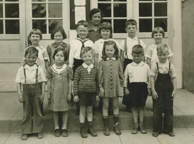 1938 Garden Home School grade 1, Zora, Sharka each end 2nd row crop