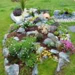 40 Beautiful Front Yard Rock Garden Landscaping Ideas (28)