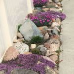 40 Beautiful Front Yard Rock Garden Landscaping Ideas (32)