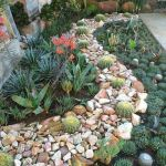 40 Beautiful Front Yard Rock Garden Landscaping Ideas (35)