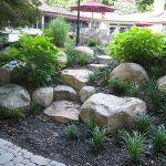 40 Beautiful Front Yard Rock Garden Landscaping Ideas (39)